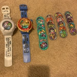2 Yo Kai watches and 28 medallions